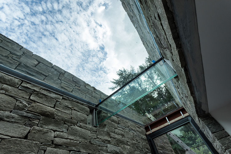 Marl Lodge - frameless glass roof lights
